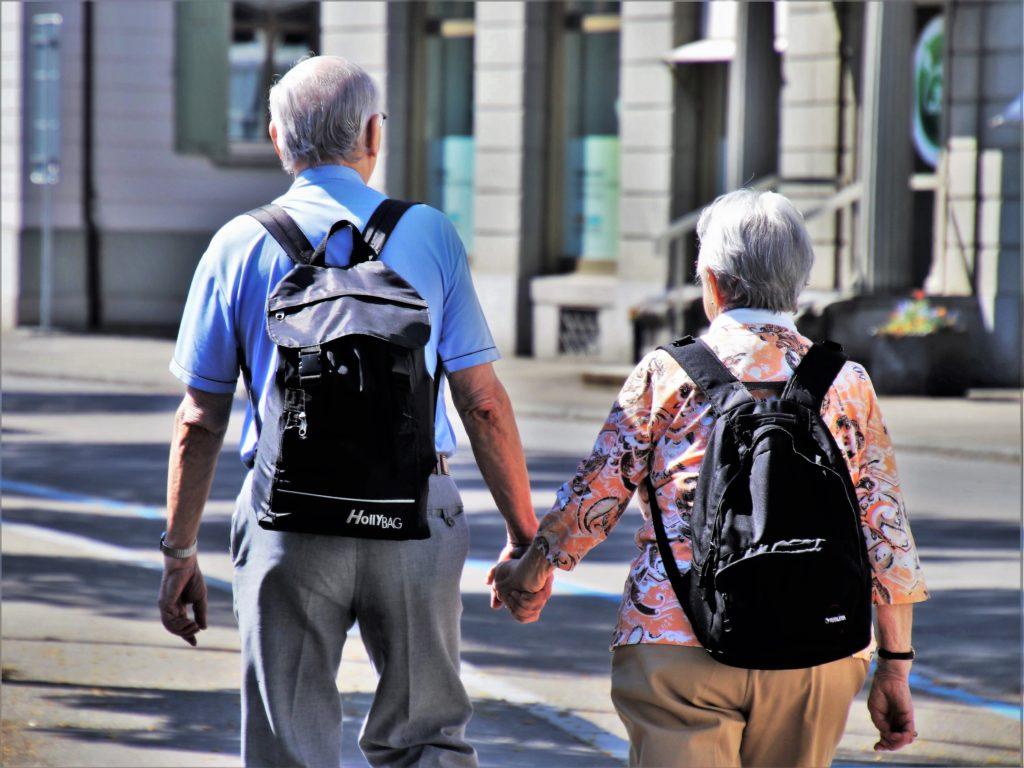 Шепоток для защиты пожилых родителей