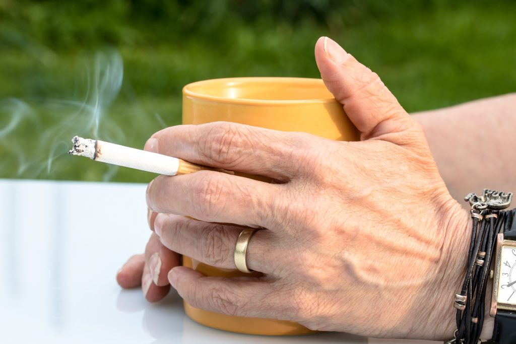 Чтобы бросить курить с помощью шепотка