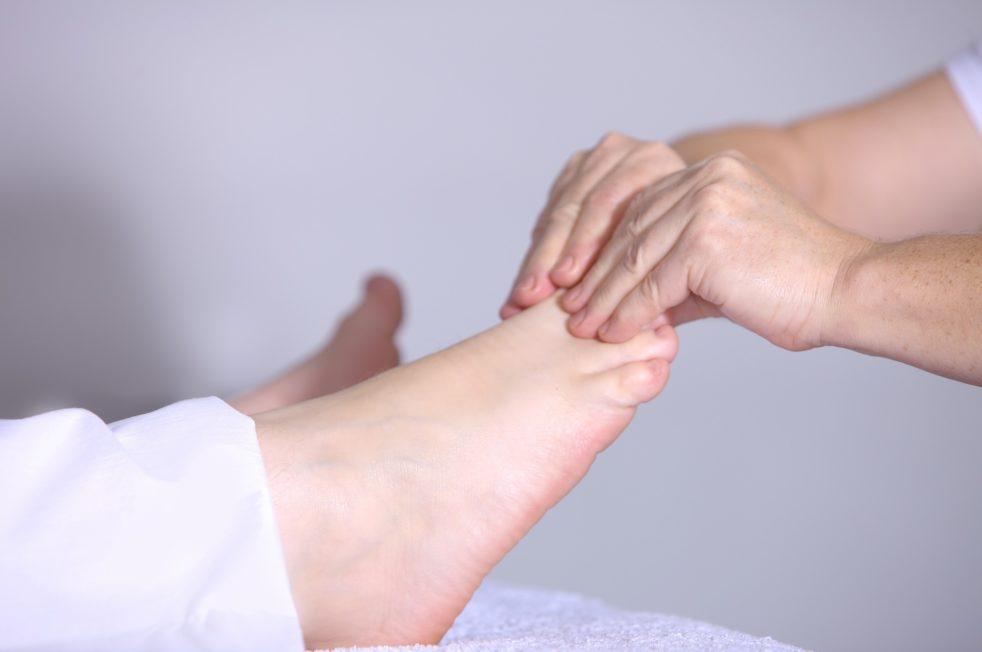 Заговор если болят ноги или их сводит судорога
