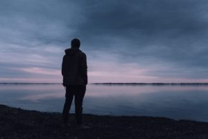 Чтобы тот кто далеко о вас не забывал