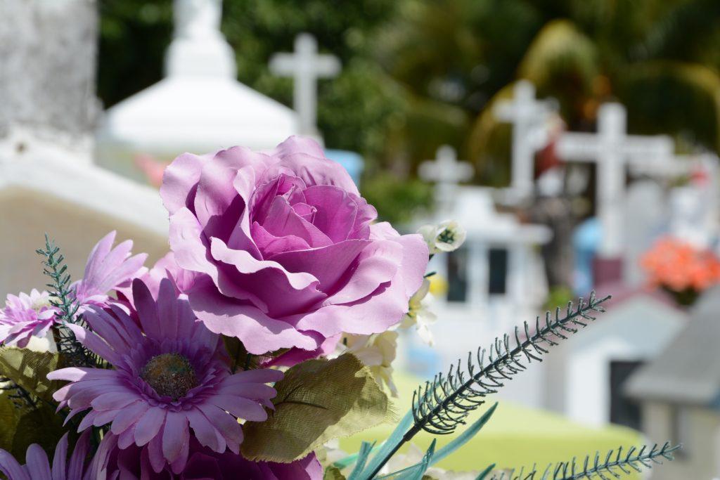 Шепоток на покойника для привлечения удачи