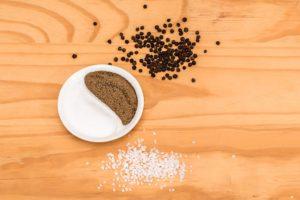 Соль и перец, чтобы болезнь в дом не пришла