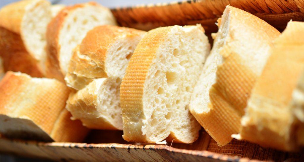 Заговор на хлеб от ангины