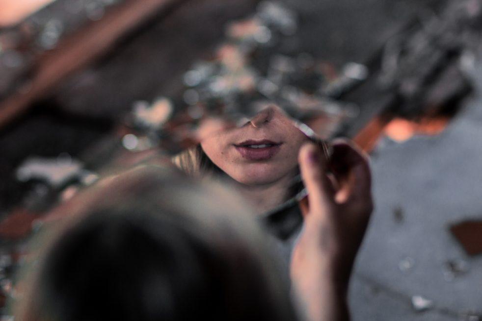 Зеркальце для устройства на работу